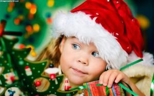 bebe-en-navidad-con-gorro-de-papa-noel-41